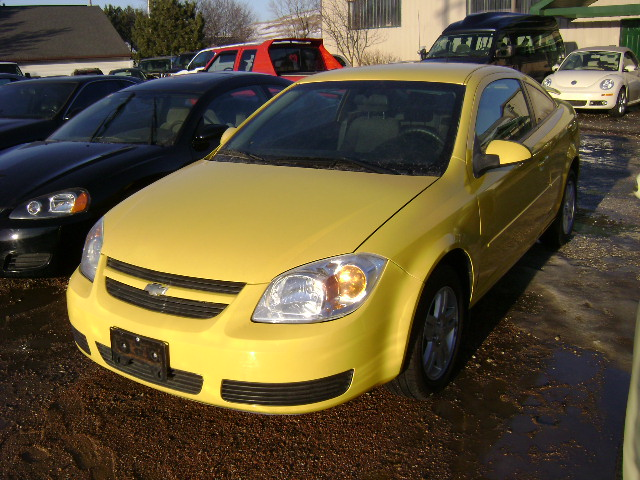 073 2005 chevy cobalt yellow vin8275. Black Bedroom Furniture Sets. Home Design Ideas