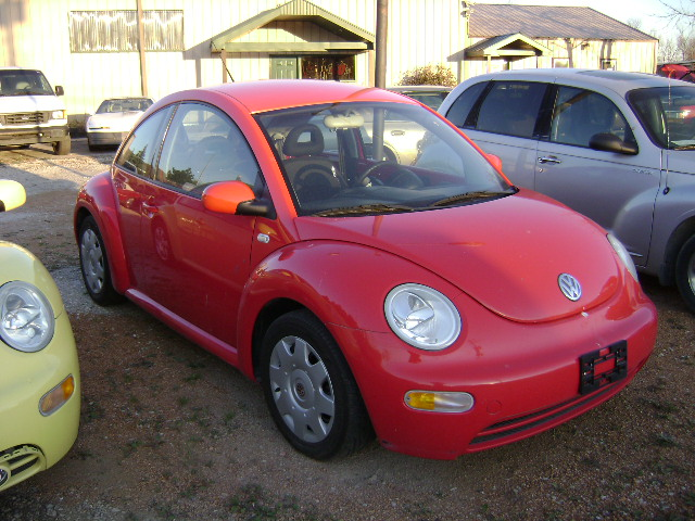 (012) - 2002 VW Beetle (red) stock23569 vin8135